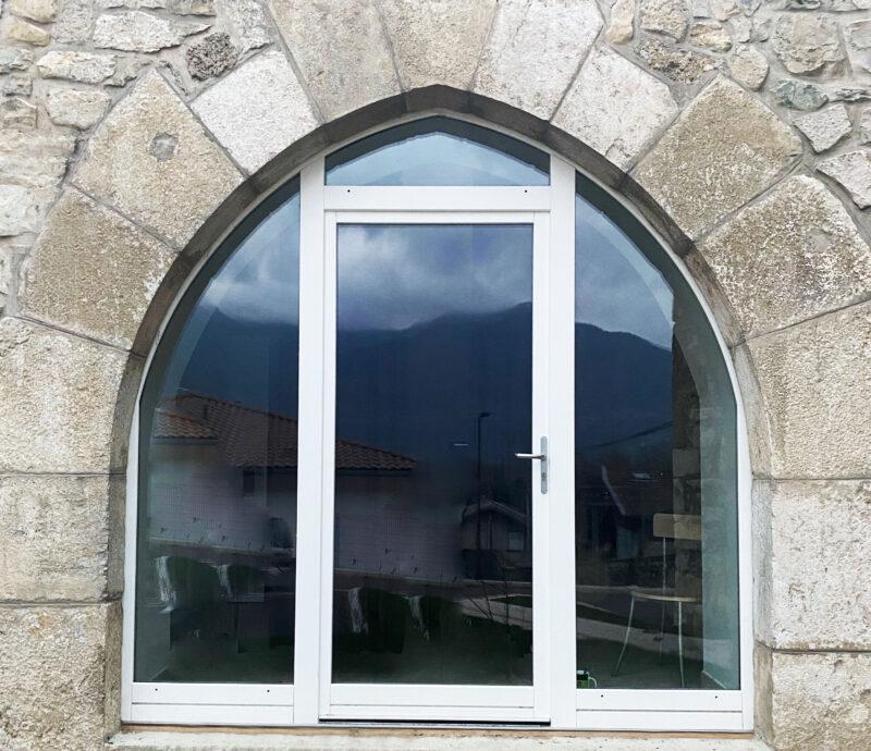 Porte fenêtre en ogive